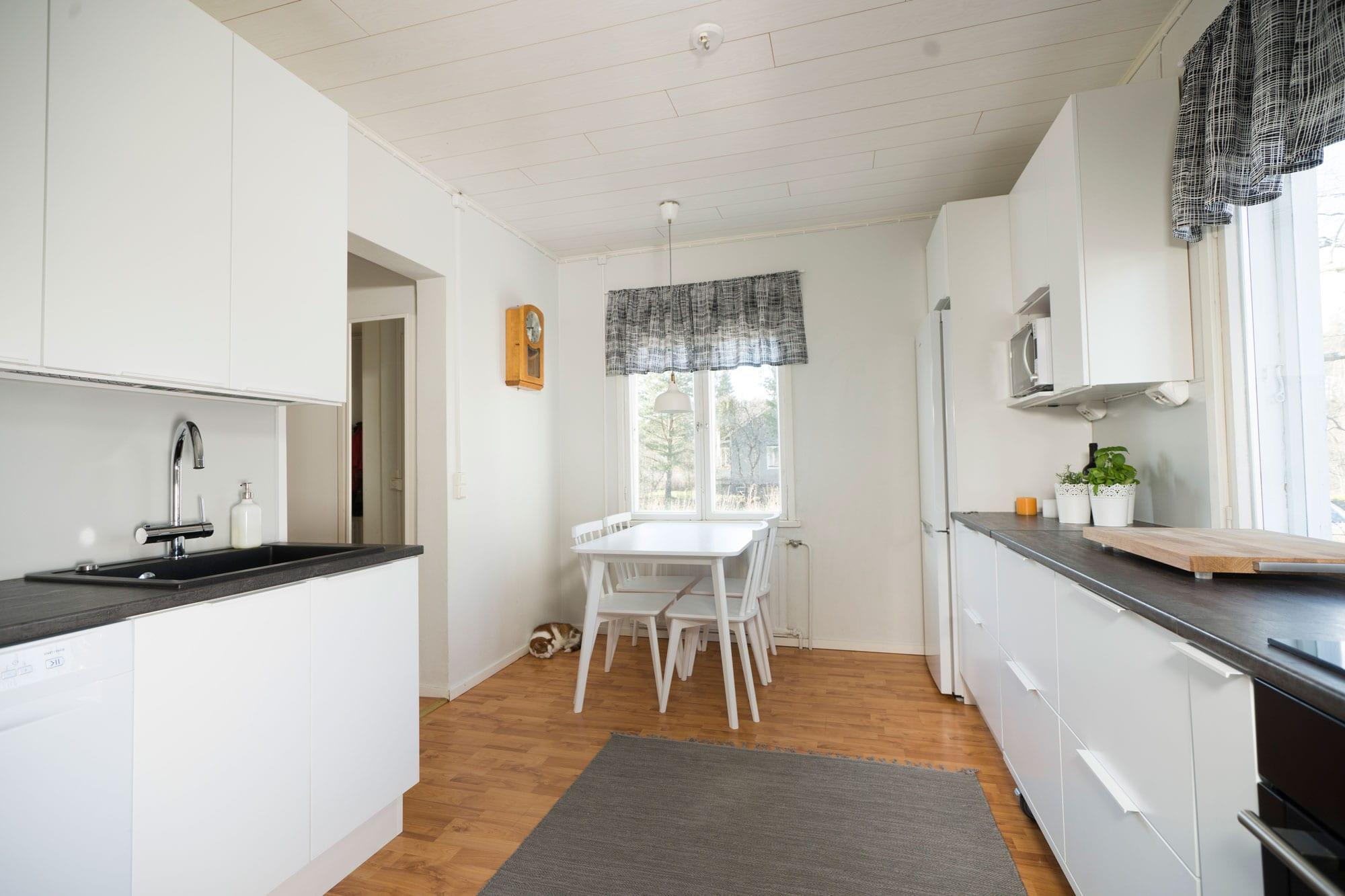 Rintamamieskeittiön muodonmuutos  Unique Home