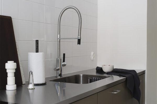 RST-taso ja -allas tuovat keittiöön industrial-henkeä. Kuva: Maija Rasila / Pihkala-blogi